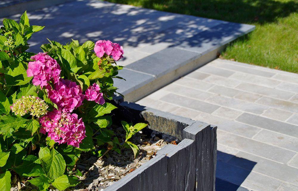 Aménagement extérieur : pierre et plantes