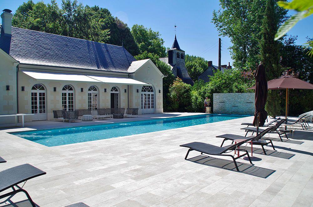 Aménagement piscine et plage de piscine à angers